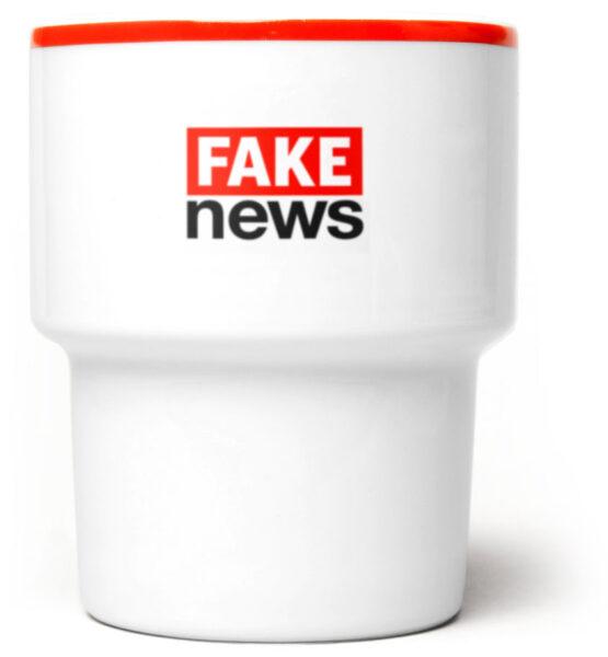 fake_news_kubek_czerwony_czarny